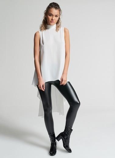 Pi π Hareketli Bluz Beyaz